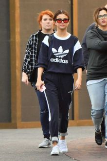 70 Ways Selena Gomes Styles with Sneakers Ideas 57
