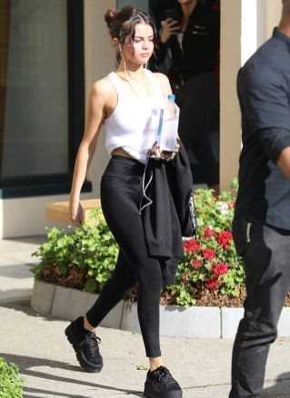 70 Ways Selena Gomes Styles with Sneakers Ideas 63