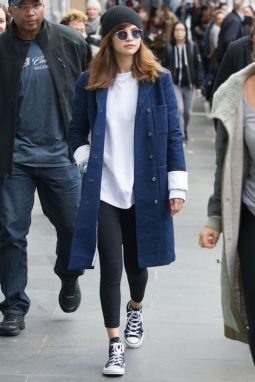 70 Ways Selena Gomes Styles with Sneakers Ideas 7