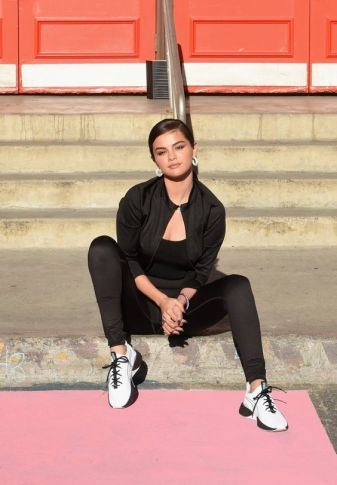 70 Ways Selena Gomes Styles with Sneakers Ideas 76