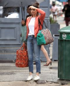70 Ways Selena Gomes Styles with Sneakers Ideas 78