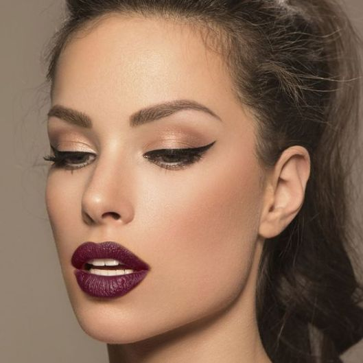40 Burgundy Makeup Look Ideas 16