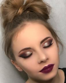 40 Burgundy Makeup Look Ideas 27