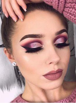40 Burgundy Makeup Look Ideas 4