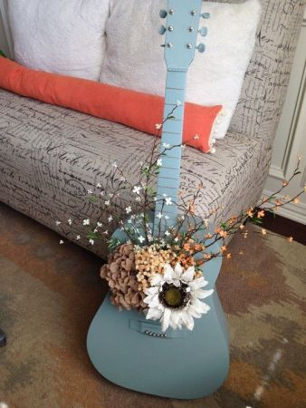 40 DIY Repurpose Old Guitars Ideas 1