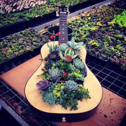 40 DIY Repurpose Old Guitars Ideas 23