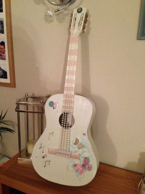 40 DIY Repurpose Old Guitars Ideas 39