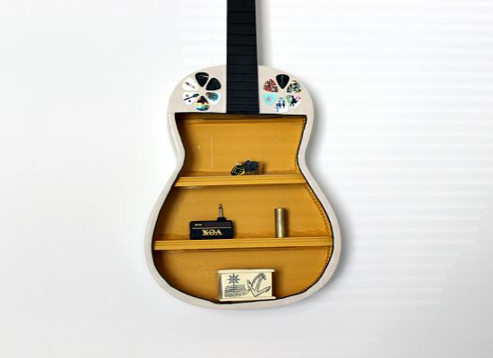 40 DIY Repurpose Old Guitars Ideas 4
