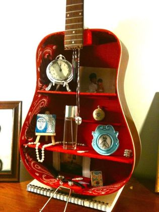 40 DIY Repurpose Old Guitars Ideas 42