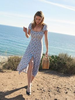 40 Fashionable Floral Print Dresses for Summer Ideas 16