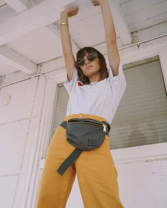 40 Ways to Wear Trendy Fanny Packs for Summer Ideas 41