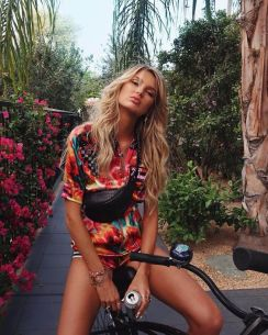 40 Ways to Wear Trendy Fanny Packs for Summer Ideas 5