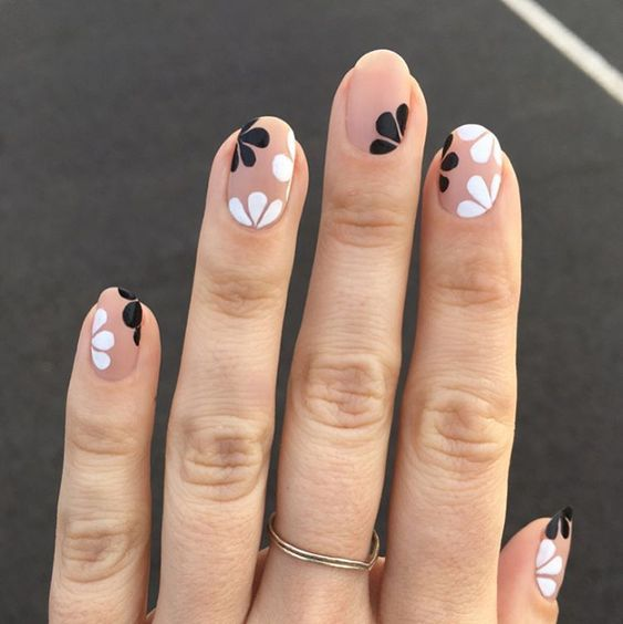 50 Floral Nail Art for Summer and Spring Ideas 13