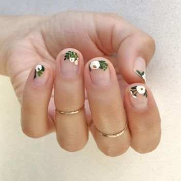 50 Floral Nail Art for Summer and Spring Ideas 22