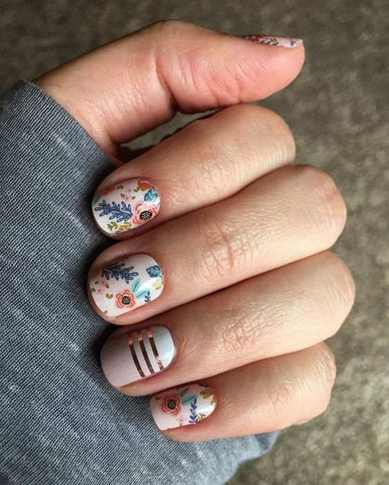 50 Floral Nail Art for Summer and Spring Ideas 5