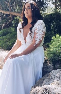 50 V Neck Bridal Dresses for Plus Size Ideas 29