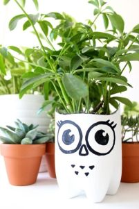 50 Ways to Reuse Plastic Bottles to Cute Planters Ideas 44
