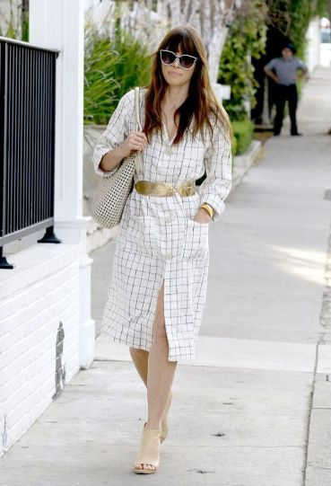 50 Ways to Wear Gold Belts Ideas 19