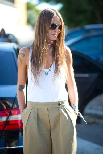 50 Ways to Wear White Sleeveless Top Ideas 20