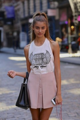 50 Ways to Wear White Sleeveless Top Ideas 29