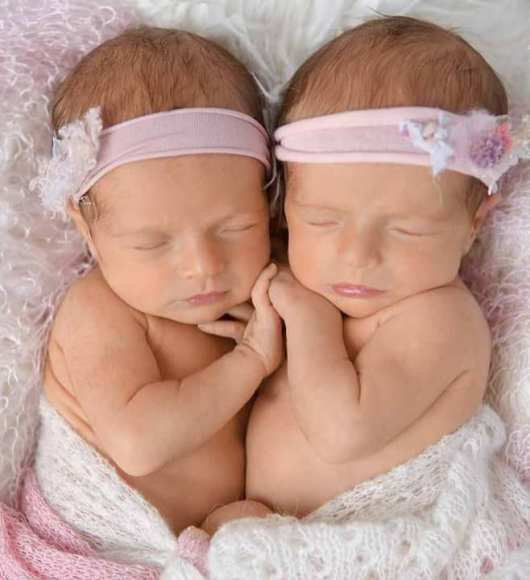 100 Cute Twins New Born Photography You Can Copy 101
