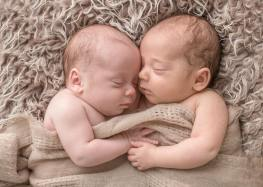 100 Cute Twins New Born Photography You Can Copy 11 1