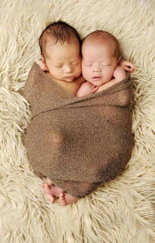 100 Cute Twins New Born Photography You Can Copy 12