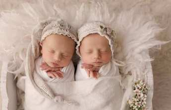 100 Cute Twins New Born Photography You Can Copy 22