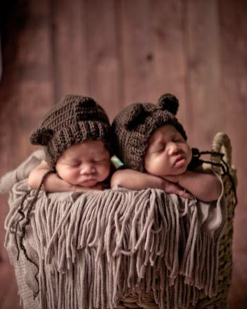 100 Cute Twins New Born Photography You Can Copy 29