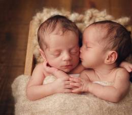 100 Cute Twins New Born Photography You Can Copy 3 1