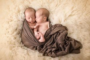 100 Cute Twins New Born Photography You Can Copy 31
