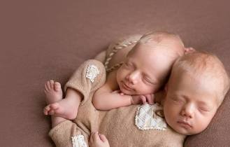 100 Cute Twins New Born Photography You Can Copy 37