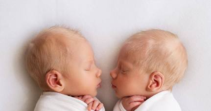 100 Cute Twins New Born Photography You Can Copy 39 1