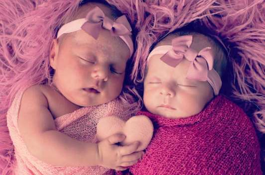 100 Cute Twins New Born Photography You Can Copy 45 1