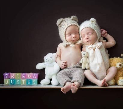 100 Cute Twins New Born Photography You Can Copy 56