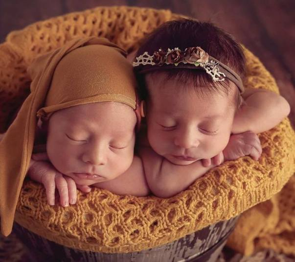 100 Cute Twins New Born Photography You Can Copy 61