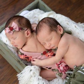 100 Cute Twins New Born Photography You Can Copy 63