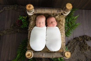 100 Cute Twins New Born Photography You Can Copy 65