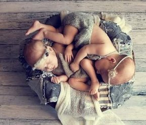 100 Cute Twins New Born Photography You Can Copy 67 1