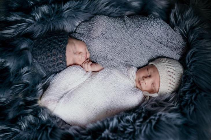 100 Cute Twins New Born Photography You Can Copy 73