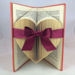30 How to Reuse Old Book Ideas 24