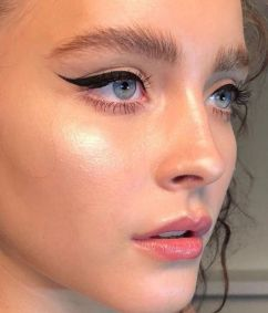 40 Cat Eye Makeup Ideas 27