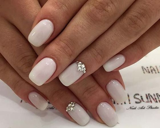40 Elegant Look Bridal Nail Art Ideas 23