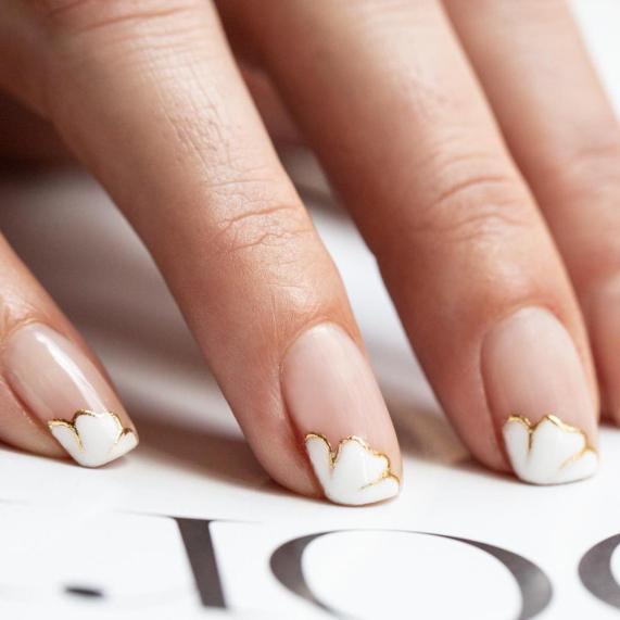 40 Elegant Look Bridal Nail Art Ideas 24