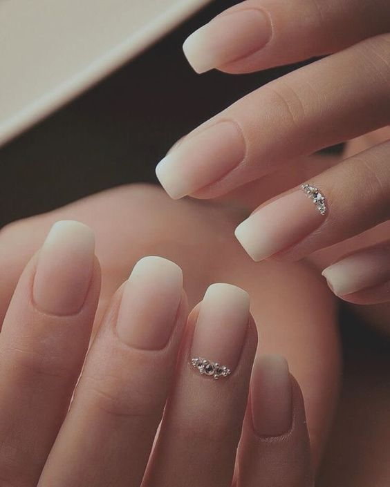 40 Elegant Look Bridal Nail Art Ideas 25