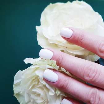 40 Elegant Look Bridal Nail Art Ideas 42