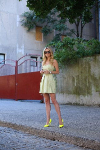 40 How to Wear Neon Shoes Ideas 35