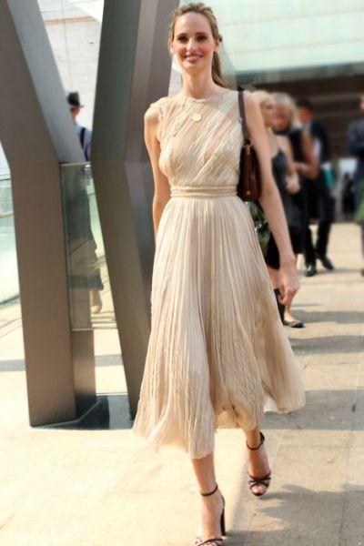 40 How to Wear Tea Lengh Dresses Street Style Ideas 23