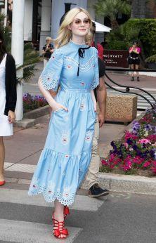 40 How to Wear Tea Lengh Dresses Street Style Ideas 26