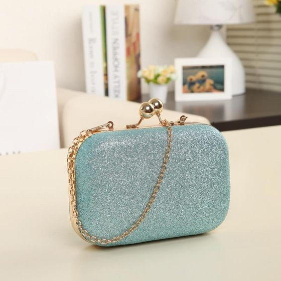 50 Chic Clutch Party Ideas 5